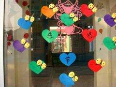 幼儿园玻璃门装饰图_幼儿园门窗装饰图片_幼儿园门窗布置图片