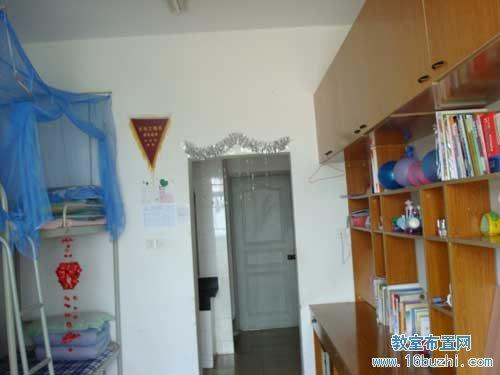大学男生寝室布置:干净整洁(3)