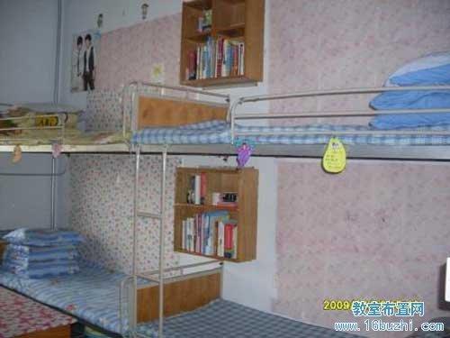 大学女生宿舍布置:简洁干净_教室布置网
