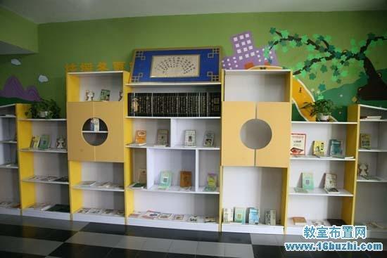 布置精美的幼儿园大班图书角