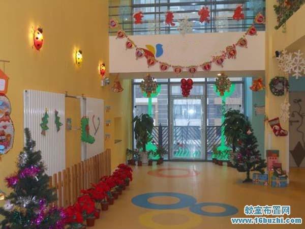 幼儿园圣诞装饰_圣诞节幼儿园入门大厅环境装饰_教室布置网