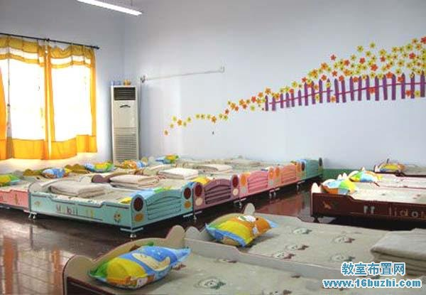 首页 幼儿园教室布置 幼儿园休息室/寝室布置图片    与您的朋友分享