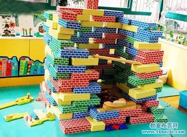幼儿园建构区彩色积木图片
